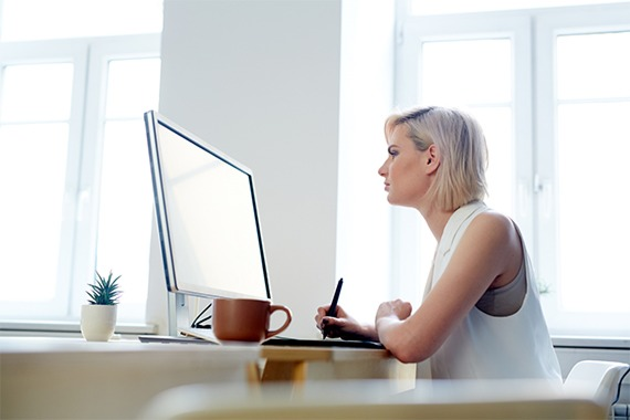ERGONOMIA E SMART WORKING: come prendersi cura della propria postura anche a casa